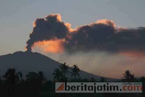 Jawa, Indonezja - Wstrzymany ruch lotniczy i zamknięte lotniska, wszystko z powodu dużej aktywności wulkanu Raung -7
