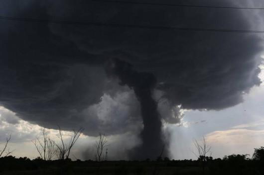 Kansas, USA - Potężne tornado z pojedynczej chmury -1