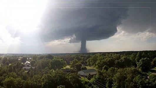 Kansas, USA - Potężne tornado z pojedynczej chmury - 2