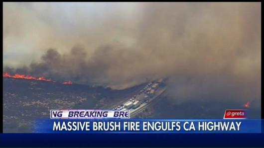 Los Angeles, USA - Pożar lasów dotarł do autostrady międzystanowej -2