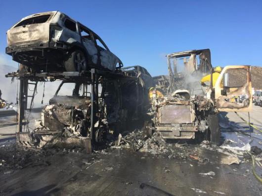 Los Angeles, USA - Pożar lasów dotarł do autostrady międzystanowej -3