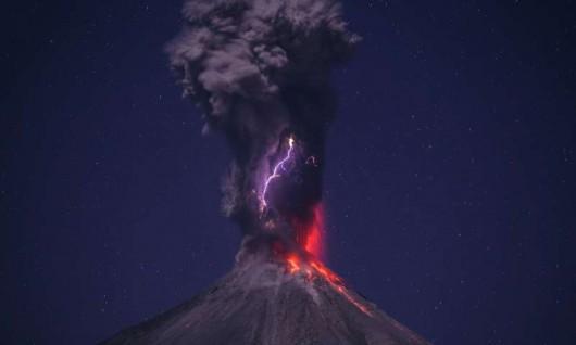 Meksyk - Ogromne ilości popiołu i lawy z wulkanu Colima -2