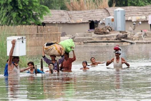 Pakistan - Co najmniej 32 ofiary powodzi i błota, 350 tysięcy osób straciło domy -1