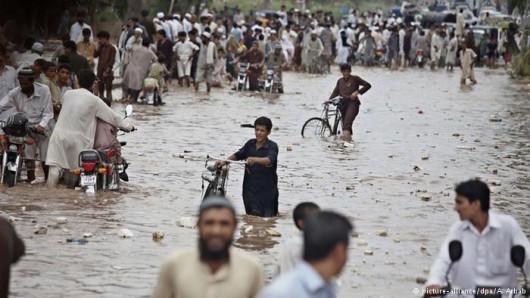 Pakistan - Co najmniej 32 ofiary powodzi i błota, 350 tysięcy osób straciło domy -6