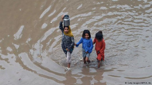 Pakistan - Co najmniej 32 ofiary powodzi i błota, 350 tysięcy osób straciło domy -7