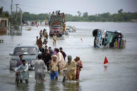 Pakistan - Co najmniej 32 ofiary powodzi i błota, 350 tysięcy osób straciło domy -8