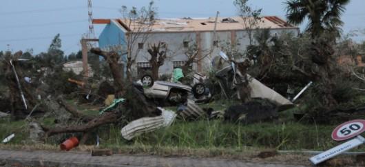 Pianiga, Włochy - Latały dachy domów i samochody, trąba powietrzna szalała w pobliżu Wenecji 12
