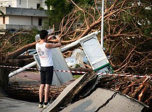 Pianiga, Włochy - Latały dachy domów i samochody, trąba powietrzna szalała w pobliżu Wenecji 3