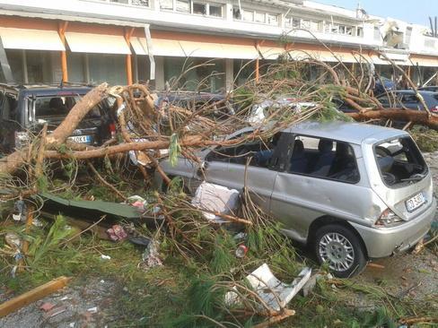 Pianiga, Włochy - Latały dachy domów i samochody, trąba powietrzna szalała w pobliżu Wenecji 9