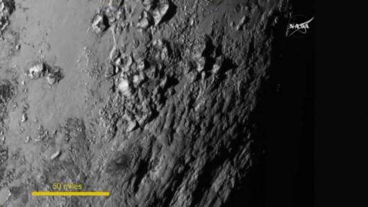 Powierzchnia Plutona na zbliżeniu