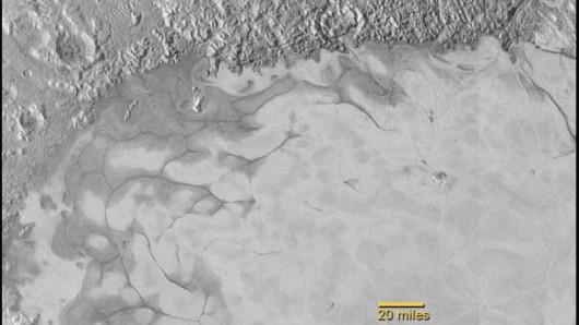 Rzeki azotowego lodu na Plutonie