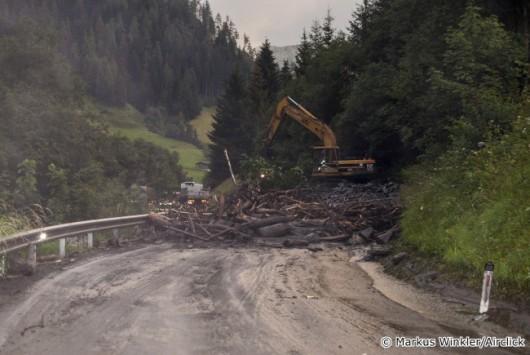 Salzburg, Austria - Lawina błotna uwięziła 5 tysięcy osób blokując główną drogę -5