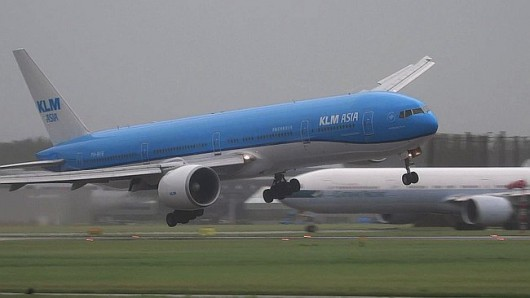 Samolot KLM podczas lądowania