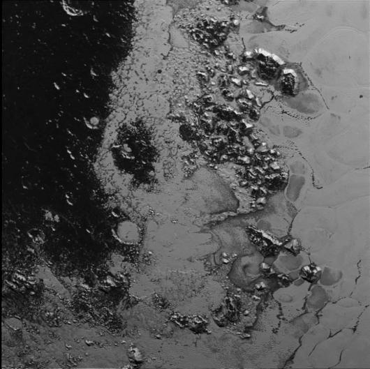 Sonda New Horizons przysłała zdjęcie kolejnego pasma górskiego na Plutonie