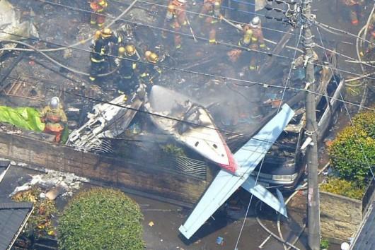Tokio, Japonia - Awionetka spadła na domy i spowodowała duży pożar -3