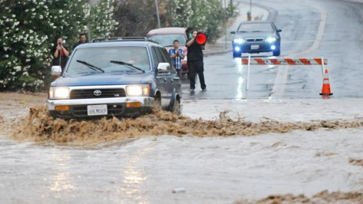 USA - W Kalifornii wystąpiły ogromne opady, tak mokro nie było od ponad 100 lat -2