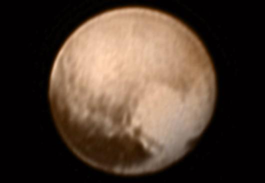 Złożenie zdjęcia Plutona z kamery (LORRI) z kolorowym obrazem z instrumentu Ralph /NASA-JHUAPL-SWRI /