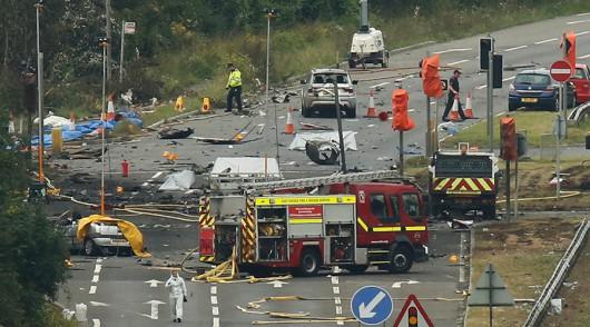 Brighton, UK - Rozpoczęło się podnoszenie wraku samolotu, który runął na drogę ekspresową A-27 -2
