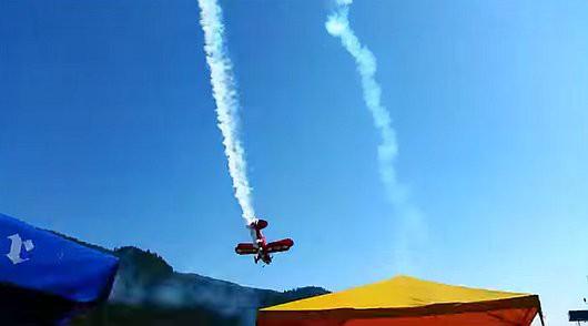 Friesach, Austria - Na pokazie lotniczym rozbił się mały samolot