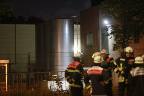 Hamburg, Niemcy - Nad miastem zawisła biała chmura gazu, który wydostał się z firmy chemicznej