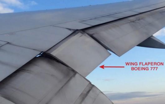 Klapolotka w Boeingu 777 // Źródło: wiki (public domain) / Bruce C. Cooper