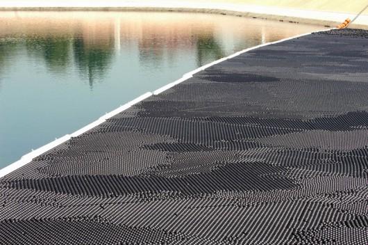 Los Angeles, USA - 96 milionów polietylenowych czarnych kulek będzie chronić zbiornik wodny -1