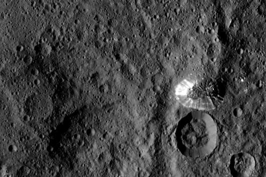 Na planecie karłowatej Ceres znajduje się tajemnicza stożkowata góra o wysokości 6 km