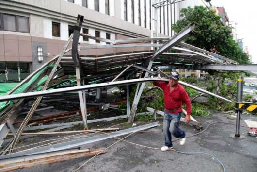 Najsilniejszy w tym roku tajfun Soudelor zabił 8 osób w Chinach i 6 w Tajwanie -8