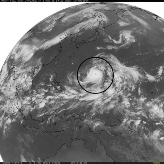 Pacyfik - Najsilniejszy w tym roku supertajfun Soudelor kieruje się nad Chiny, Tajwan i Japonię