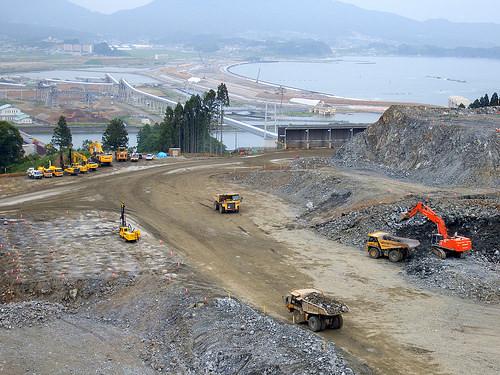 Rikuzentakata, Japonia - Podnoszą o 10 metrów miasto, żeby ochronić przed ewentualnym tsunami