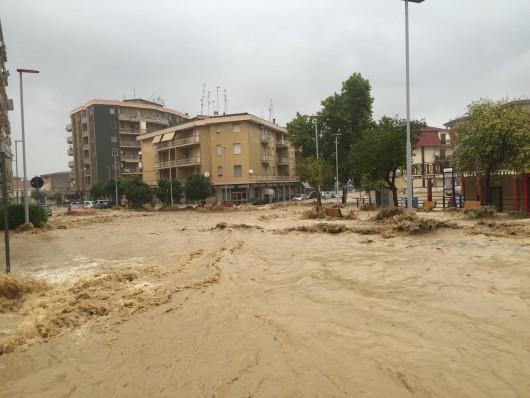 Włochy - Dramatyczna sytuacja po nocnych nawałnicach na wybrzeżu Kalabrii -1