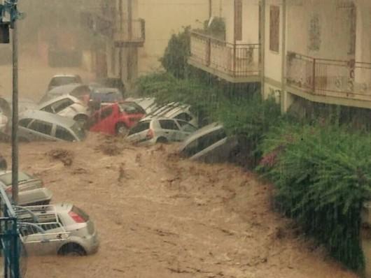 Włochy - Dramatyczna sytuacja po nocnych nawałnicach na wybrzeżu Kalabrii -4