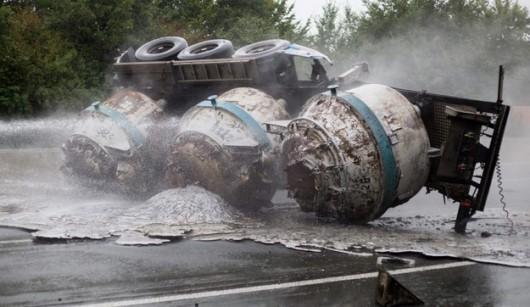 Zagłębie Ruhry, Niemcy - Na autostradzie A1 przewrócił się transporter wiozący ciekłe aluminium -2