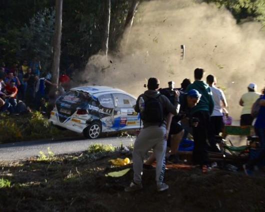 A Coruña, Hiszpania - Sześć osób zginęło, a kilkanaście zostało rannych podczas wypadku na rajdzie samochodowym