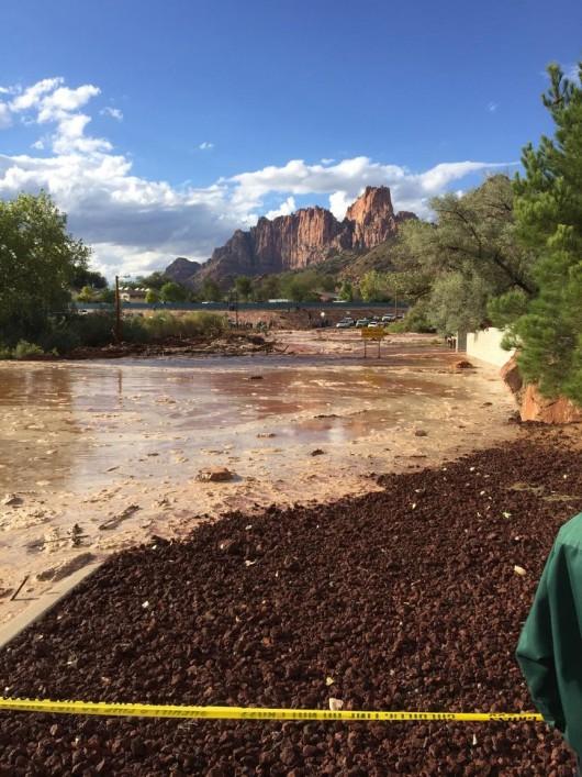 Colorado City, USA - Krótka i potężna ulewa spowodowała powódź i lawiny błotne -1