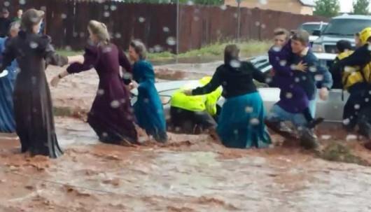 Colorado City, USA - Krótka i potężna ulewa spowodowała powódź i lawiny błotne -3
