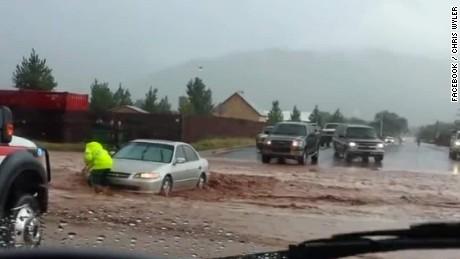 Colorado City, USA - Krótka i potężna ulewa spowodowała powódź i lawiny błotne -4
