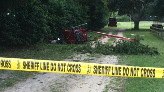 Eustis, USA - W Kalifornii spad mały helikopter 2