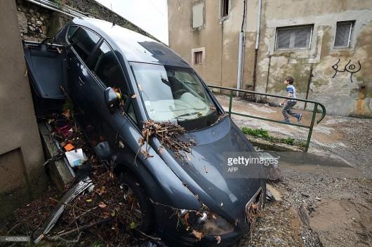 Francja - Ulewny deszcz nad Marsylią, w poniedziałek ciąg dalszy -10