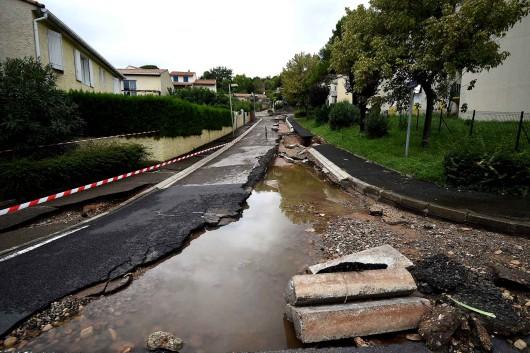 Francja - Ulewny deszcz nad Marsylią, w poniedziałek ciąg dalszy -4