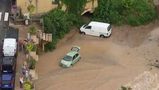 Francja - Ulewny deszcz nad Marsylią, w poniedziałek ciąg dalszy -8