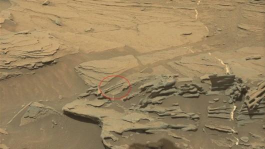 Mars - Tajemnicza struktura przypominająca łyżkę -1