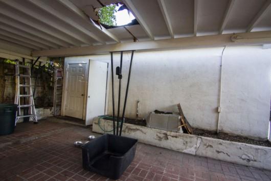Nogales, USA - Niedaleko granicy z Meksykiem na garaż spadła paczka marihuany -2