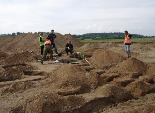 Polska - W okolicach Legnicy natrafiono na doskonale zachowane cmentarzysko sprzed 4000 lat -11