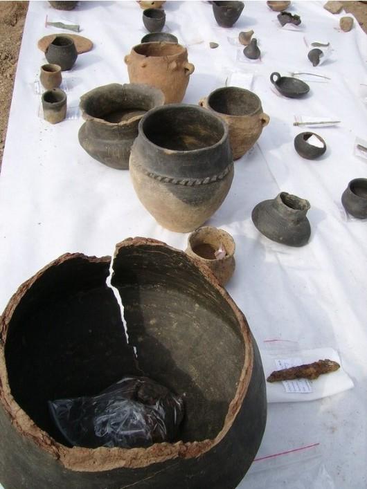 Polska - W okolicach Legnicy natrafiono na doskonale zachowane cmentarzysko sprzed 4000 lat -13