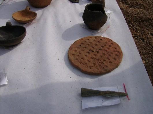Polska - W okolicach Legnicy natrafiono na doskonale zachowane cmentarzysko sprzed 4000 lat -15