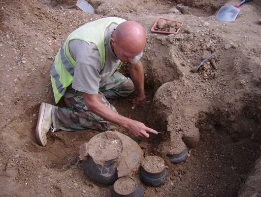 Polska - W okolicach Legnicy natrafiono na doskonale zachowane cmentarzysko sprzed 4000 lat -16