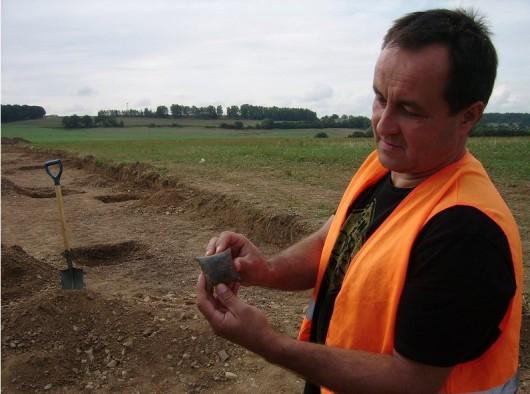Polska - W okolicach Legnicy natrafiono na doskonale zachowane cmentarzysko sprzed 4000 lat -18