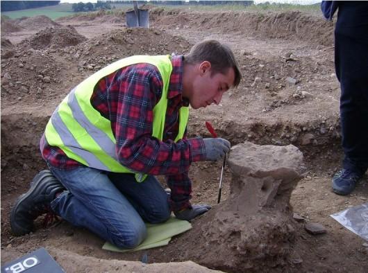 Polska - W okolicach Legnicy natrafiono na doskonale zachowane cmentarzysko sprzed 4000 lat -19