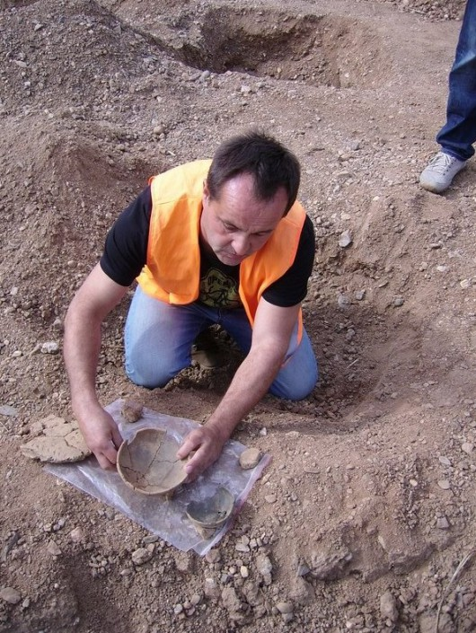 Polska - W okolicach Legnicy natrafiono na doskonale zachowane cmentarzysko sprzed 4000 lat -20